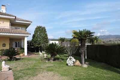 Просторный дом с бассейном и сауной недалеко от Барселоны